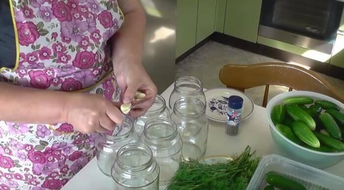 kak-gotovit-ogurcy-dlja-salatov-na-zimu-4
